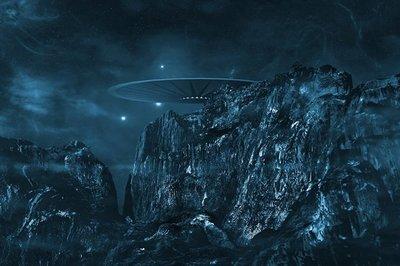 Vật thể bí ẩn giống đĩa bay lượn sát trạm vũ trụ