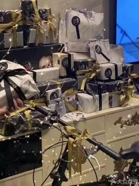 Trai bao khoe quà 'khủng', CLB kín xa hoa ở Thượng Hải bị 'sờ gáy'