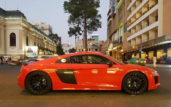 Thiếu gia Phan Thànhlượn phố giản dị với Audi 12 tỷ