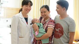 Cứu sống bé 2 tháng bằng kỹ thuật mổ tim không đau
