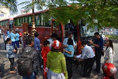 Khách đi tàu Tết ở ga Sài Gòn phải 'tăng bo' ra Bình Thuận xuất phát