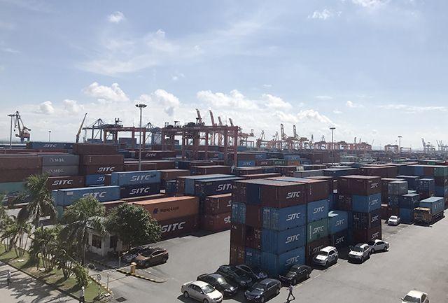 Cán bộ kiểm tra container, DN phải lo ăn ngủ đưa đón, kinh phí đâu ra?