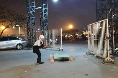 Tài xế taxi nghi bị cắt cổ, tử vong ở cổng sân vận động Mỹ Đình