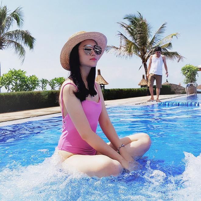 Bạn gái cầu thủ khoe dáng nuột nà với bikini