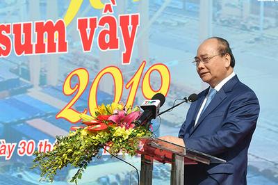 Thủ tướng trao quà Tết cho công nhân nghèo