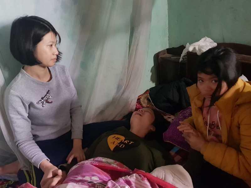 Vụ nổ thuốc pháo: Cha cụt chân khóc ngất bên thi thể con trai