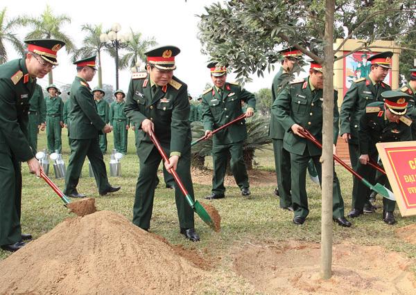 Hình ảnh Đại tướng Ngô Xuân Lịch thăm, chúc Tết đơn vị Quân đội