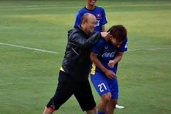 """Những hành động cực """"lầy"""" của HLV Park Hang Seo"""