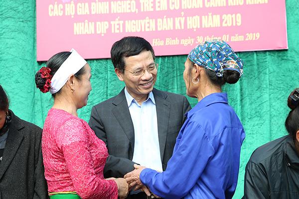 300 suất quà Tết đến với người nghèo tại Hoà Bình