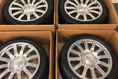 Choáng với bộ lốp xe có giá ngang một chiếc xe sang