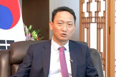 Vị đại sứ đông con 'thèm' không khí ấm cúng Tết Việt