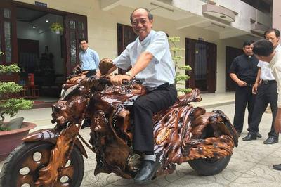 Môtô độ dàn áo bằng gỗ gây sốt dân mạng Việt