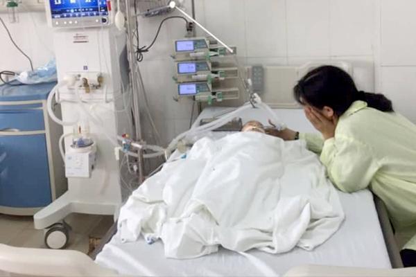 Bé 8 tháng ở Hải Phòng ngừng thở vì mẹ để con tự ăn chuối