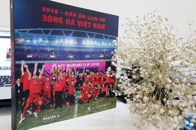 Cuốn sách dành cho người hâm mộ tuyển Việt Nam và HLV Park