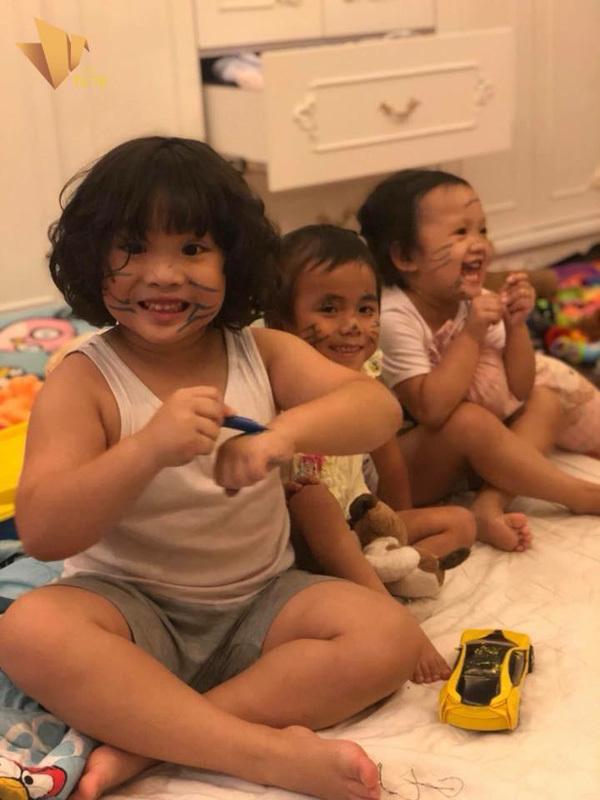 Cuộc đoàn viên bất ngờ của bé Pàng với bà và chị gái