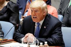 Ông Trump chê tình báo Mỹ 'ngây thơ, thụ động'