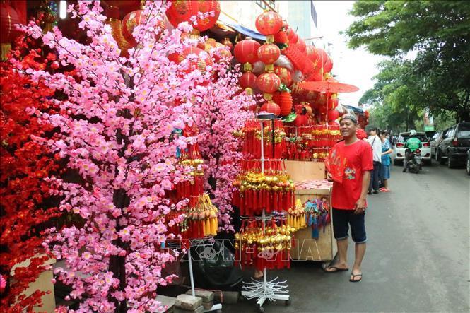 Người Việt ở Indonesia tìm 'hương' Tết quê nhà ở chợ người Hoa