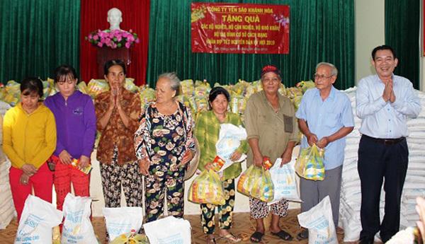 Công ty Yến sào Khánh Hòa trao hơn 570 suất quà Tết cho người có công, người nghèo và đối tượng bảo trợ xã hội