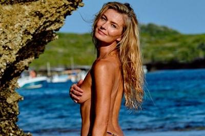 Người mẫu 53 tuổi khỏa thân táo bạo trên tạp chí áo tắm
