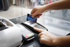 Hàng triệu người phải làm lại thẻ ATM: Tiền trong tài khoản ra sao?