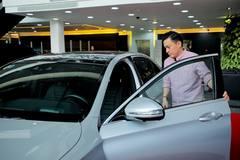 Ca sĩ Lam Trường tậu xe sang Mercedes AMG chơi Tết