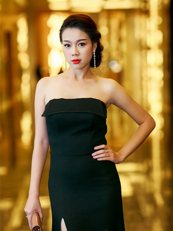 Top 10 Hoa hậu Việt Nam khoe ảnh đón Tết trong biệt thự 5 sao