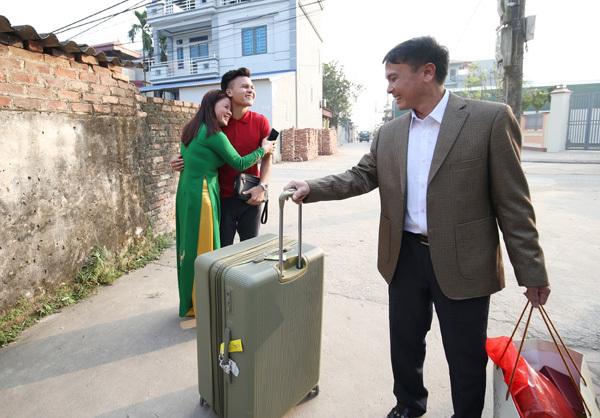 """Quang Hải chu đáo chuẩn bị """"Tết to"""" cho bố mẹ"""