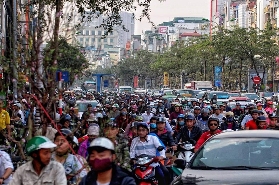 Hà Nội sát Tết: Tắc từ ngõ ra phố, từ trưa đến đêm