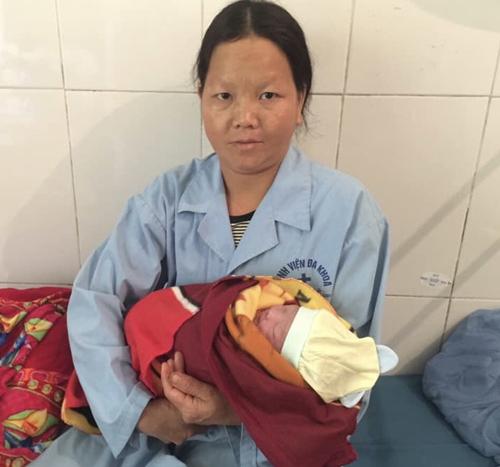 Thai phụ bị ngã xuống vực, bác sĩ lao xuống đỡ đẻ