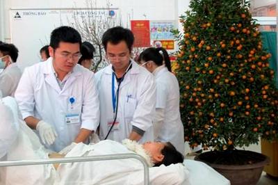 Giọt nước mắt người cha ngày Tết khiến nam sinh ngành y bật khóc