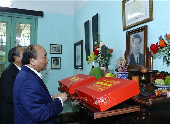 Thủ tướng thắp hương tưởng niệm các nguyên lãnh đạo Đảng, Nhà nước