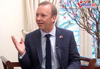 Bài 4: Trò chuyện Tết với đại sứ Tây muốn luyện hát karaoke tiếng Việt