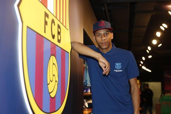MU hụt Coutinho, Barca ra mắt tân binh