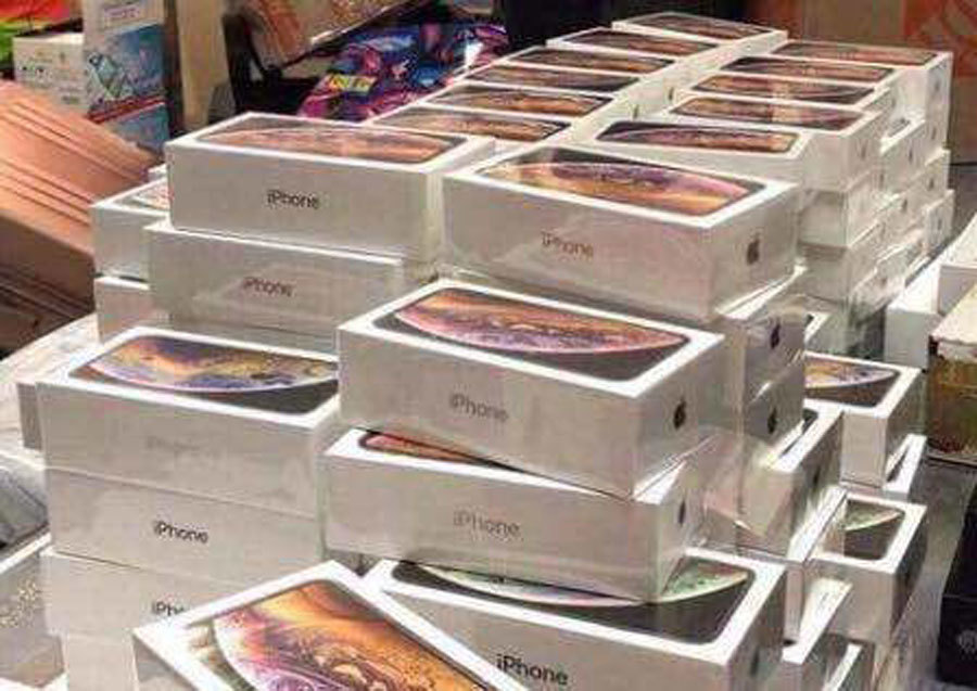900 iPhone nhập lậu: Đình chỉ 3 hải quan sân bay Nội Bài