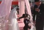 Giữa hôn lễ, chú rể có 'thái độ lạ' khiến cô dâu hết hồn