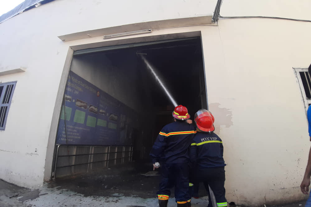 Công ty giày Trung Quốc cháy dữ dội ngày cuối năm