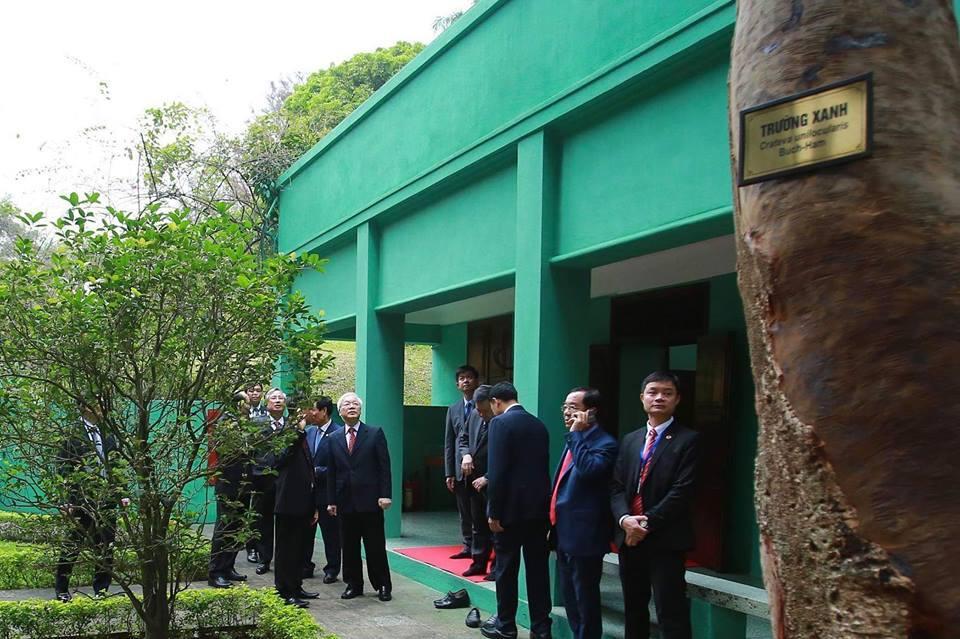 Tổng bí thư, Chủ tịch nước dâng hương tưởng niệm Bác Hồ tại Nhà 67