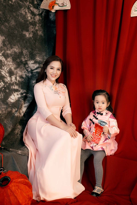 Nhã Thanh và con gái rạng rỡ trong bộ ảnh đón xuân 2019