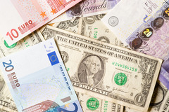 Tỷ giá ngoại tệ ngày 15/9, USD giảm, bảng Anh tăng giá