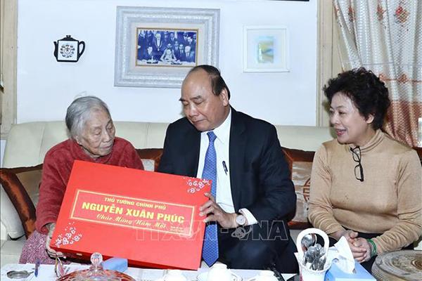 Thủ tướng thăm hỏi nguyên lãnh đạo Đảng, Nhà nước