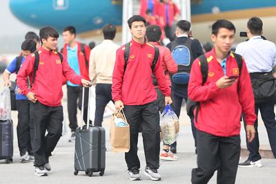 Thưởng Tết với cầu thủ Việt: Người tiền tỷ, kẻ nợ lương