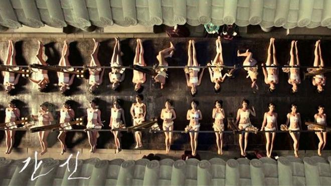 Biểu tượng tính dục trong phim điện ảnh 'Vương triều dục vọng'