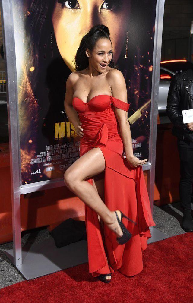 Dania Ramirez khoe ngực căng tròn