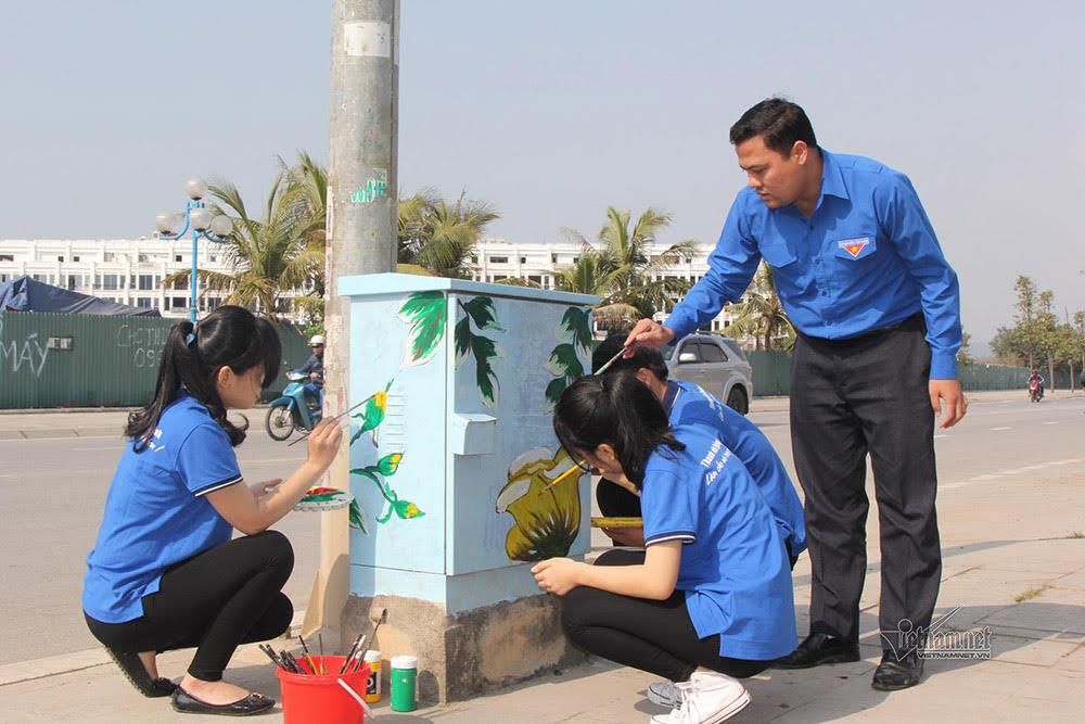 Tủ điện thô kệch khoác áo mới khắp phố phường Hạ Long