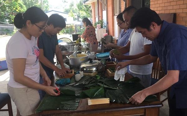 Nồi bánh chưng cuối năm của người Việt ở Úc