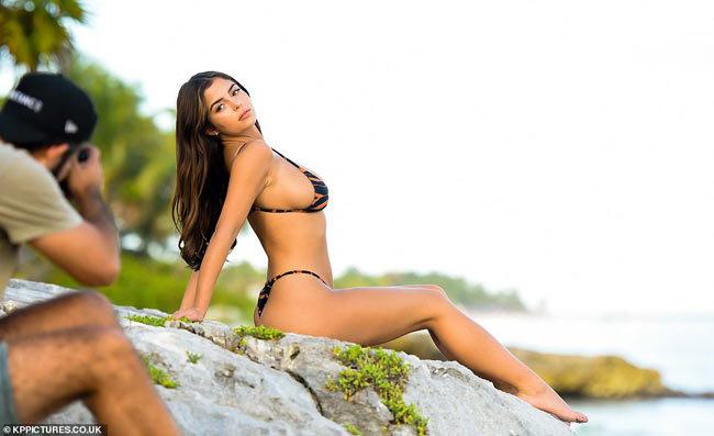 Ảnh bikini chụp lén nóng bỏng của nấm lùn xinh nhất nước Anh