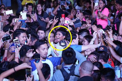 H'Hen Niê 'nghẹt thở' trong vòng vây hàng nghìn người Philippines