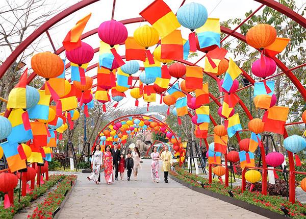Không gian Tết rực rỡ ở lễ hội hoa Sun World Halong Complex