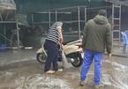 Rửa xe ngày sát Tết: Giá tăng gấp đôi, xếp hàng chờ đợi