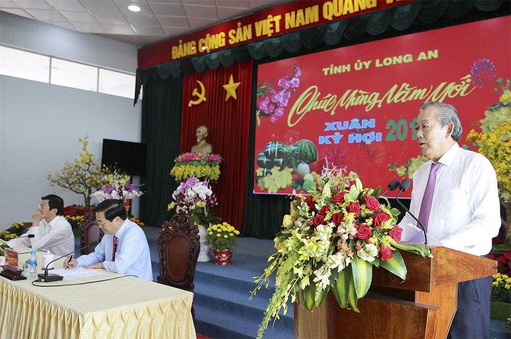Phó Thủ tướng Trương Hòa Bình chúc Tết Đảng bộ, chính quyền và nhân dân Long An